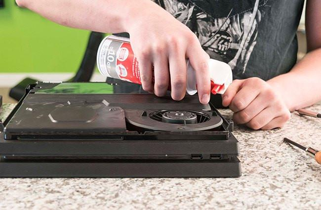 cleaning the dust from ps4