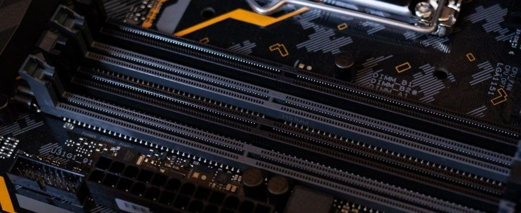 showing 4 ram slots in motherboard