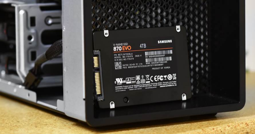 Image of Samsung 870 Evo Standing beside a PC