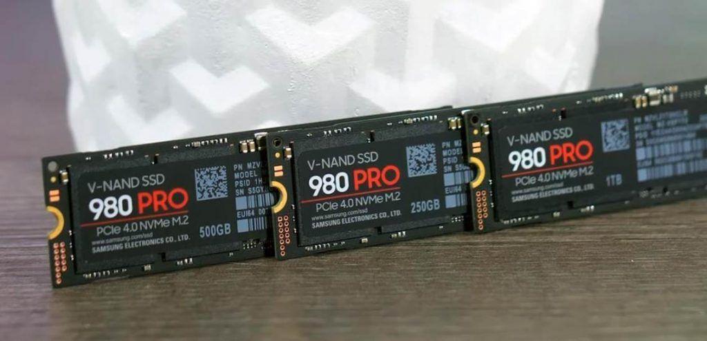 Image of three Samsung 980 Evo's