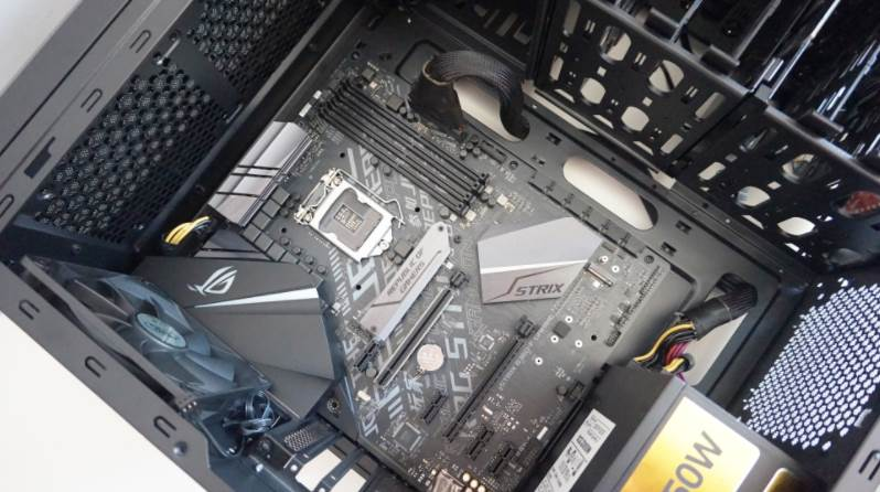 Image of ASUS ROG motherboard in Gaming PC Case
